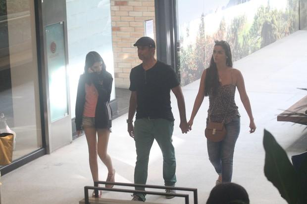 Marcos Pasquim com a namorada (Foto: AgNews)