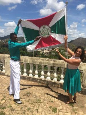 William e Leilana são o casal de mestre-sala e porta-bandeira da Bate Paus em São João del Rei (Foto: Carlos Eduardo Alvim/G1)