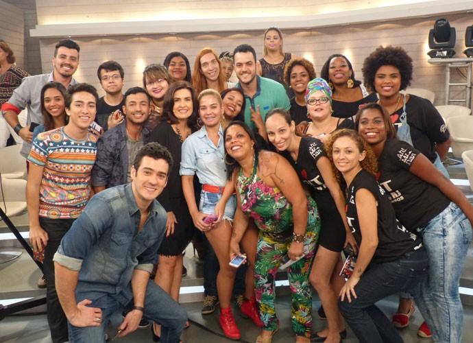 Fátima tira foto no meio da plateia (Foto: Viviane Figueiredo Neto/ Gshow)