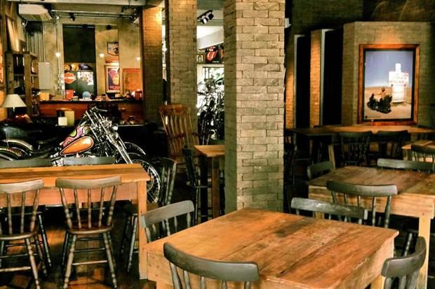 Conhe a cinco bares que re nem apaixonados por motos gq for Modelos de bares rusticos para casas