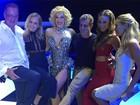 Famosos conferem sessão especial do musical 'Raia 30', no Rio