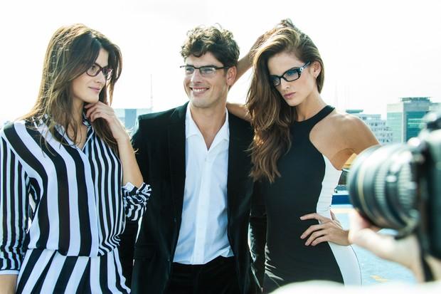 Isabeli Fontana, Evandro Soldati e Izabel Goulart para Vogue Eyewear (Foto: Alexandre Dequeker/Divulgação)