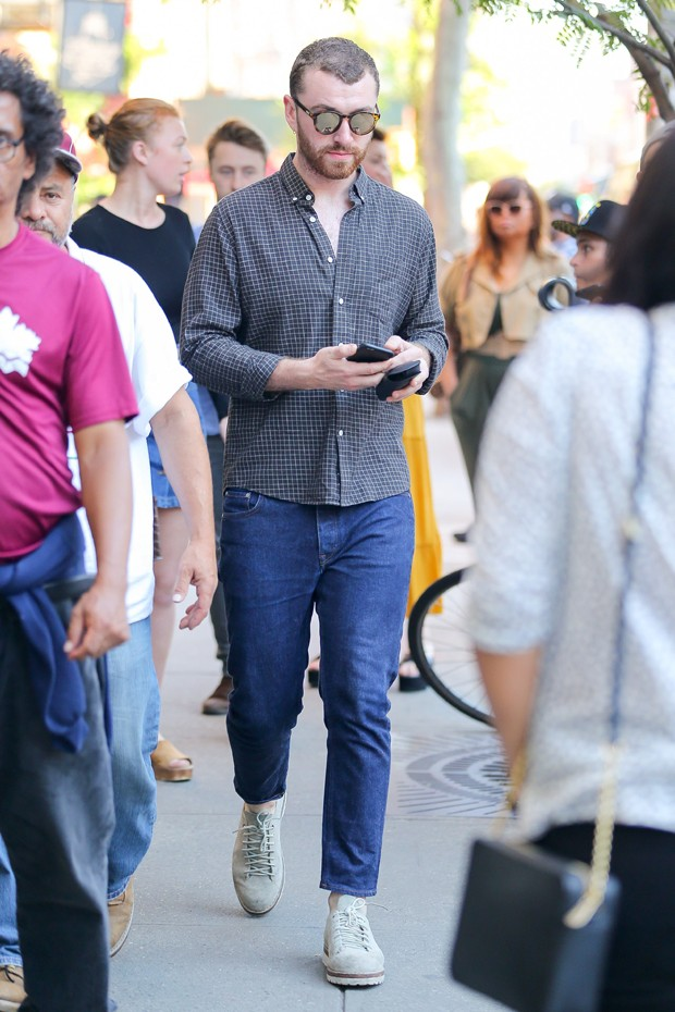O casual simplificado de Sam Smith (Foto: AKM-GSI)