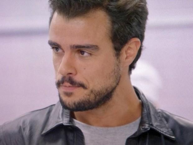 Enrico conversa com Vicente e parabeniza novo chef  (Foto: TV Globo)