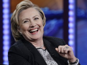 A ex-secretária de Estado dos EUA, Hillary Clinton, durante entrevista ao apresentador Jon Stewart nesta terça-feira (15) (Foto: Frank Franklin II/AP)