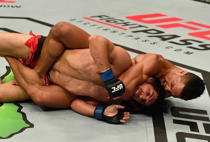 Kevin Lee venceu Magomed Mustafaev por finalização no terceiro round no UFC Belfast (Foto: Getty Images)