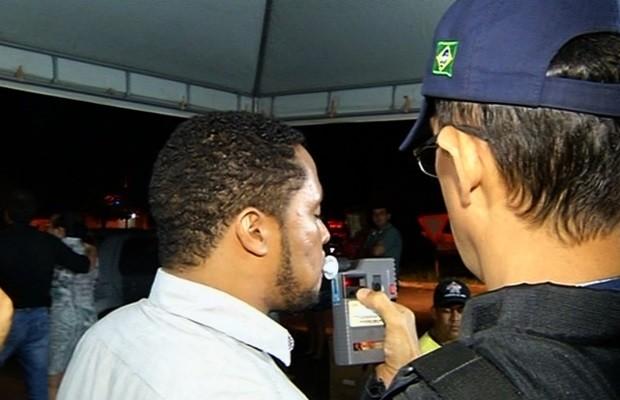 Blitz flagra 79 pessoas dirigindo bêbadas em uma só noite, em Rio Verde, Goiás (Foto: Reprodução/TV Anhanguera)