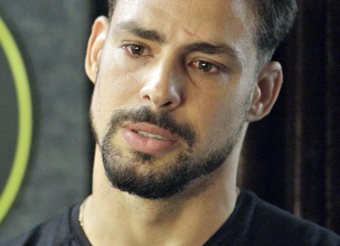 Juliano não pega leve com Tóia (Foto: TV Globo)