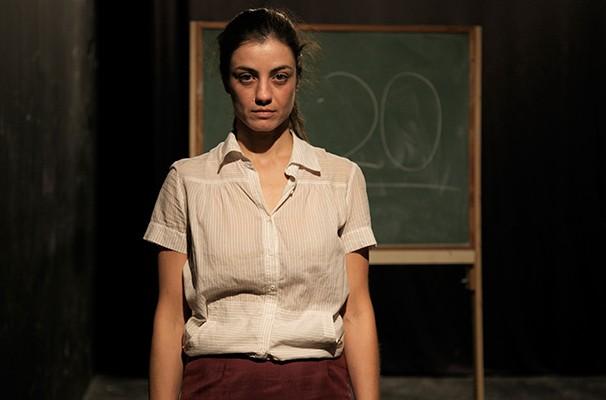 A peça fala sobre as relações de tortura existentes dentro da sociedade (Foto: Divulgação)
