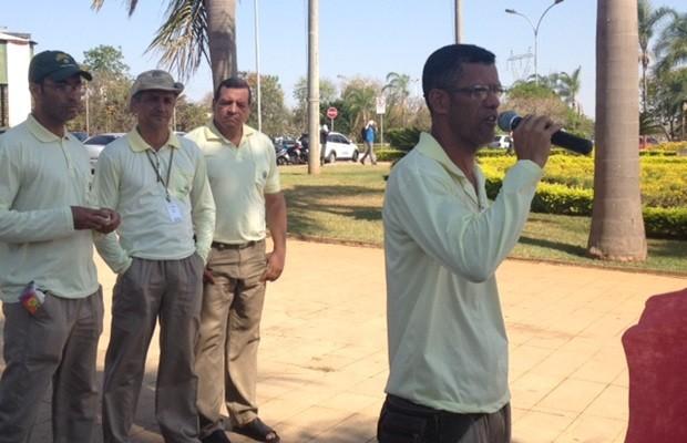 Categoria pede pagamento do piso salarial e plano de carreiras, em Goiânia, Goiás (Foto: Murillo Velasco/G1)