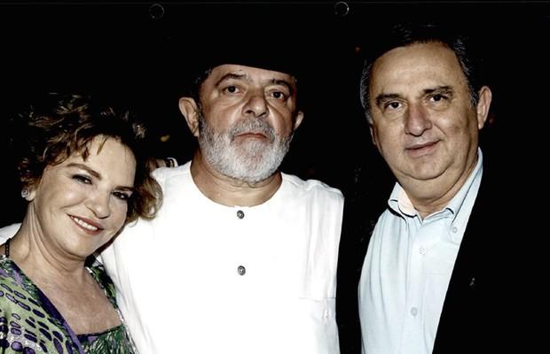 José Carlos Bumlai com o expresidente Lula  e a dona Marisa (Foto: Reprodução)