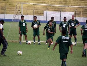 André Oliveira, novo técnico do XV de Jaú, comanda treino da equipe (Foto: Divulgação/XV de Jaú)