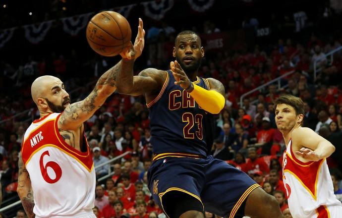 Atlanta Hawks x Cleveland Cavaliers jogo 2 final Leste NBA LeBron James Antic Korver basquete (Foto: Getty Images)
