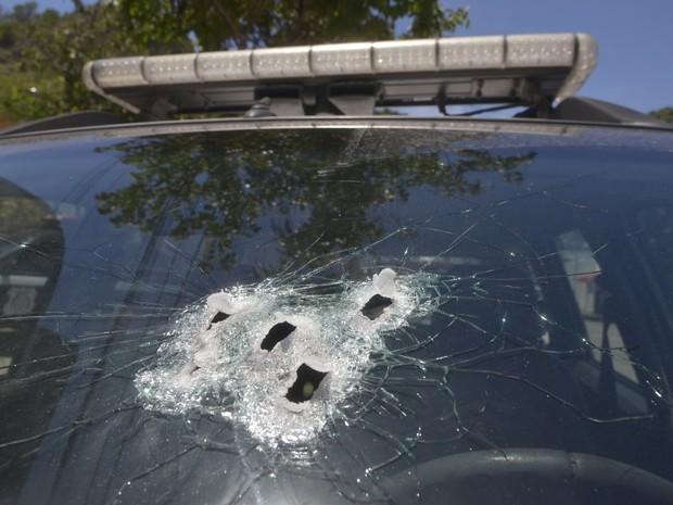 Viatura da Guarda foi atingida pelos disparos (Foto: Guilherme Ferrari / A Gazeta)