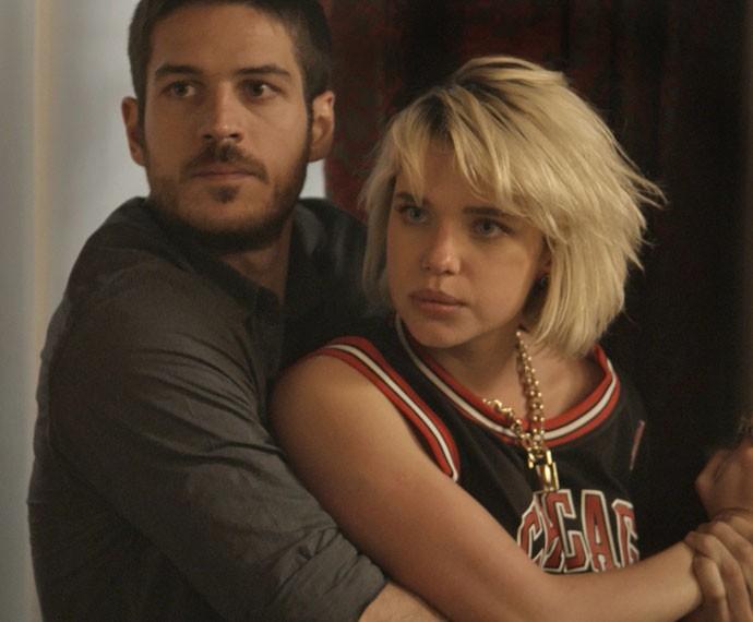 A garota leva um tapa na cara! (Foto: TV Globo)