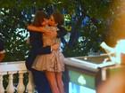 Voltaram? Rafael Vitti e Isabella Santoni trocam carinhos em prêmio