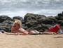 Britney Spears arrasa em praia com biquíni de oncinha