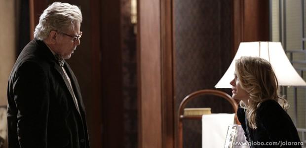 Venceslau vai à mansão e pede perdão à filha (Foto: Fábio Rocha/ TV Globo)