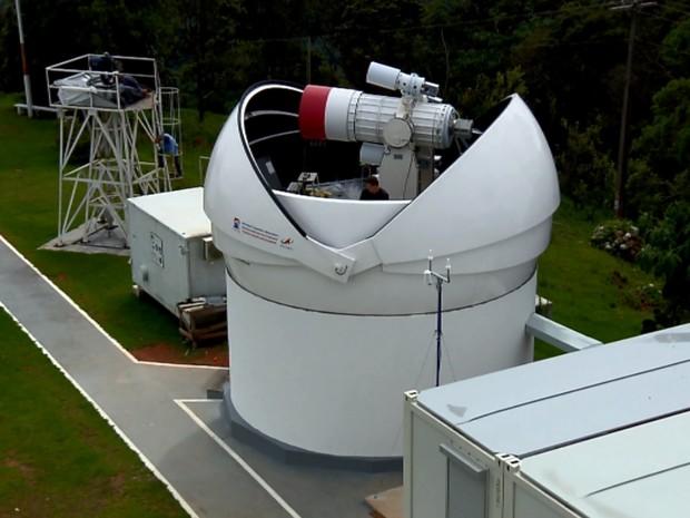 Telescópio que vai monitorar lixo espacial está sendo montado em laboratório de Brazópolis (Foto: Reprodução EPTV)