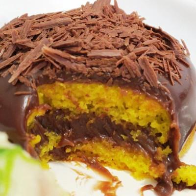 O bolo de cenoura com brigadeiro de Nutella é o preferido dos clientes (Foto: Divulgação)