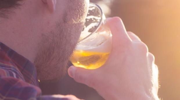 Cada sachê tem uma mistura diferente de ingredientes e pode ser usada até quatro vezes na cerveja (Foto: Divulgação)