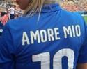"""Mulher de Cassano se declara com frase na camisa da Itália: """"Amore Mio"""""""