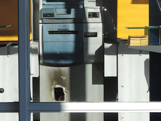 Caixa eletrônico arrombado na cidade de São Marcos, na Serra gaúcha (Foto: São Marcos Online)
