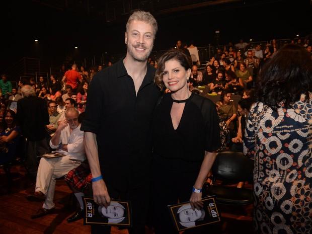 Guilherme Weber e Debora Bloch em prêmio de teatro na Zona Norte do Rio (Foto: Vinicius Marinho/ Brazil News)