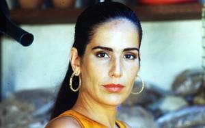 Raquel (Glória Pires)