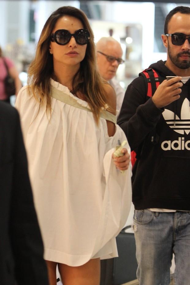 Sabrina Sato no aeroporto Santos Dumont (Foto: Marcello Sá Barreto / AgNews)