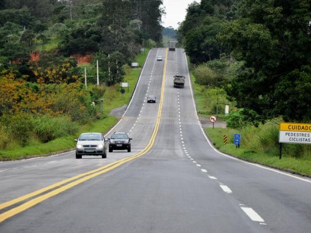 Trecho do km 20 da Rodovia dos Tamoios, em Jambeiro, antes das obras de duplica��o. A imagem foi feita em maio de 2012, um dia antes do in�cio das obras.  (Foto: Divulga��o/Dersa)