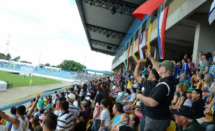 Estádio Martins Pereira torcida final Libertadores feminina São José (Foto: Jouvani Reis)