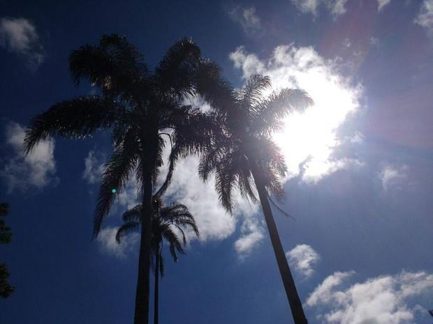 Em petrópolis, manhã é de sol, céu claro e poucas nuvens (Foto: Jeferson Marques / Inter TV)