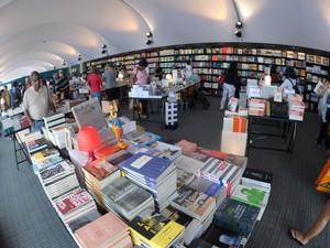Livraria da Flip recebe poucos clientes na quarta-feira de evento (Foto: Flavio Moraes/G1)