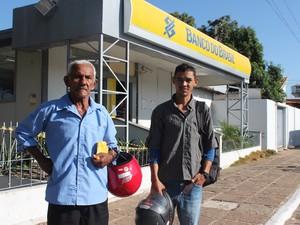 Aposentado Juvenal Ferreira se deparou com a agência fechada em Castelo (Foto: Gilcilene Araújo / G1 PI)