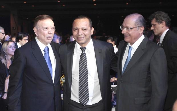 MArin, Pai do Neymar e Alkimn, Prêmio Brasileirão 2012 (Foto: Miguel Schincariol )