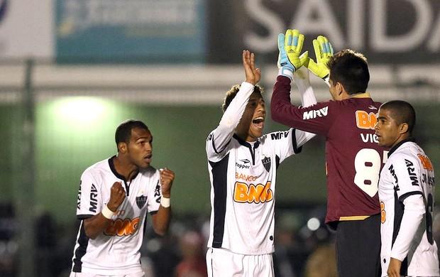 Time do Atlético-MG comemorando contra o Figueirense (Foto: Cristiano Andujar / Agência Estado)