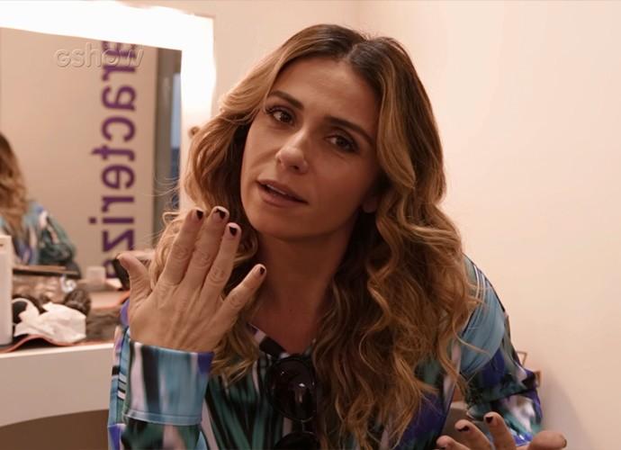 Giovanna Antonelli ensina como é fácil fazer as unhas de Atena, de A Regra do Jogo (Foto: Gshow)