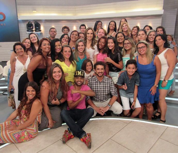 Plateia se reúne para foto com apresentadores (Foto: Priscilla Massena/Gshow)