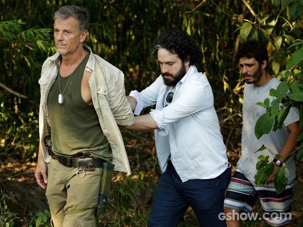 André consegue prender Kléber (Foto: Fábio Rocha/TV Globo)