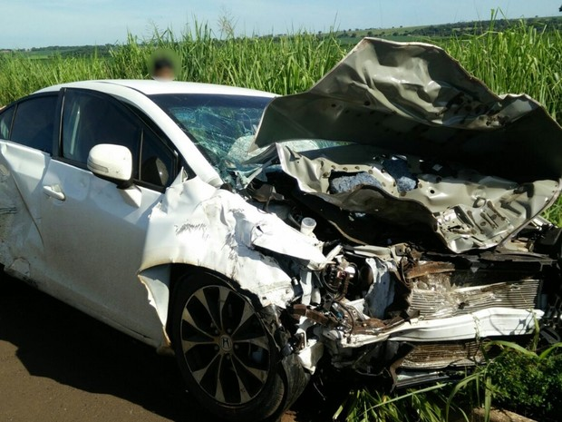 Acidente mata idoso e deixa dois jovens feridos na BR-452, em Goiás (Foto: Divulgação/PRF)