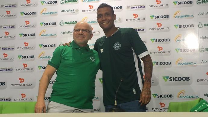 Léo Lima se apresenta ao Goiás (Foto: Fernando Vasconcelos / GloboEsporte.com)