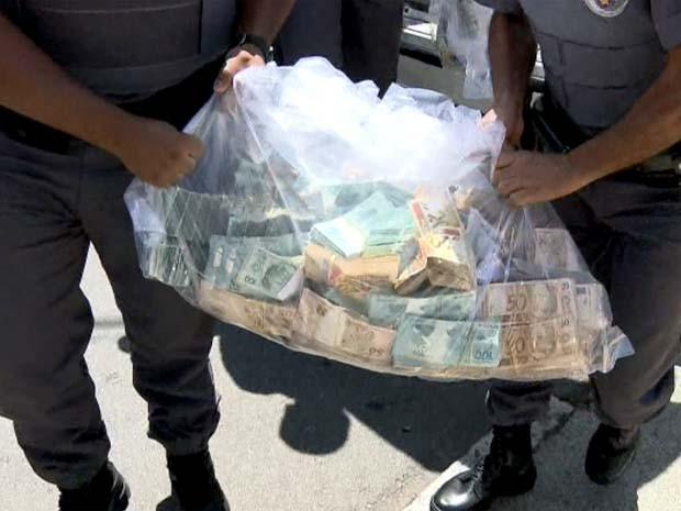 Dinheiro estava com prefeito de Indaiatuba e foi apreendido na operação do Gaeco de Campinas (Foto: Reprodução / EPTV)