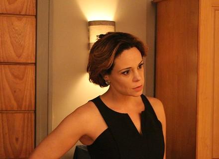 Ana desconfia de Miguel após telefonema suspeito