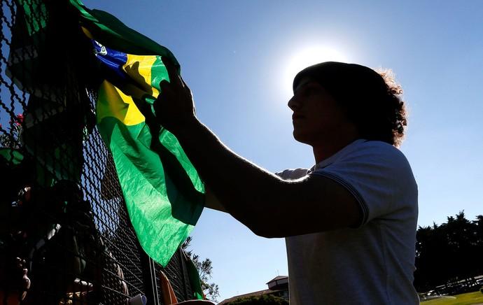 David Luiz com a torcida no treino da Seleção (Foto: Rafael Ribeiro / CBF)