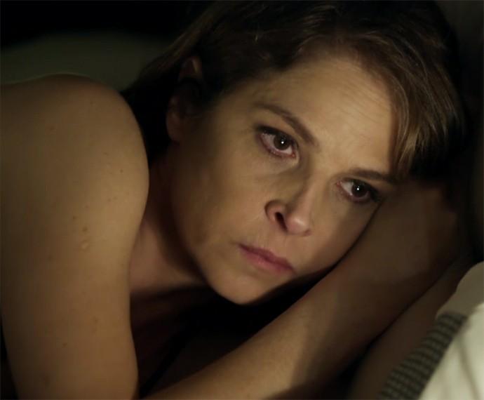 Carolina sofre na trama (Foto: TV Globo)