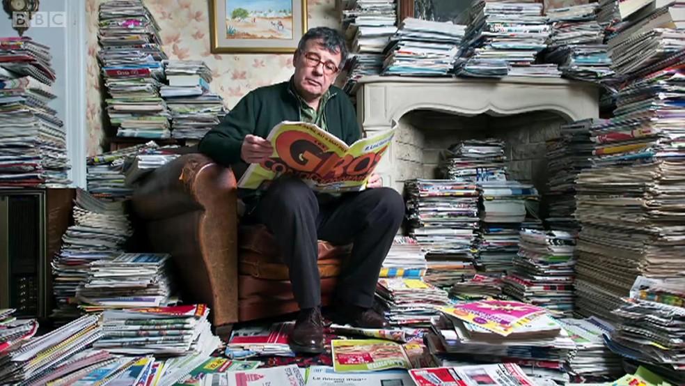 O fotógrafo também juntou 800 kg de jornais em 4 anos (Foto: Antoine Repesse/BBC)