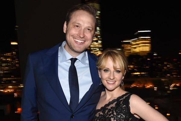 A atriz Melissa Rauch com o marido (Foto: Getty Images)