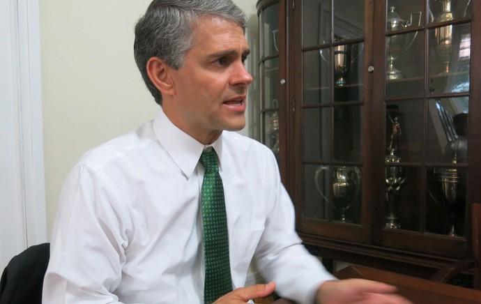Peter Siemsen entrevista candidatos fluminense (Foto: Edgard Maciel de Sá)