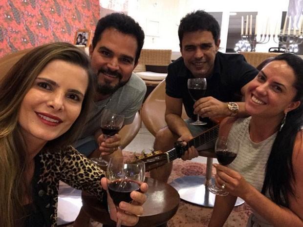 Flávia, Luciano, Zezé Di Camargo e Graciele Lacerda (Foto: Instagram/ Reprodução)